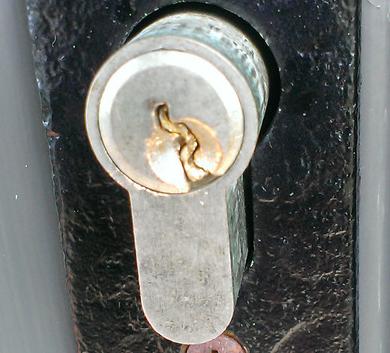 сломался ключ в замке 89266684658